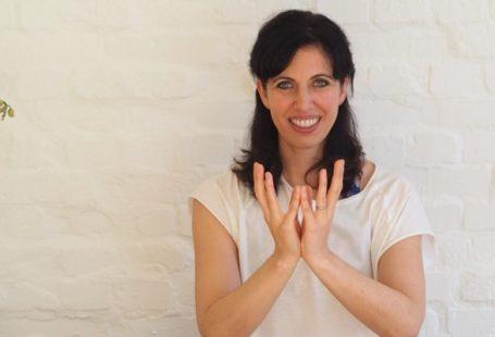 Kathrin ist Yogalehrerin und Bloggerin auf MOMazing.de